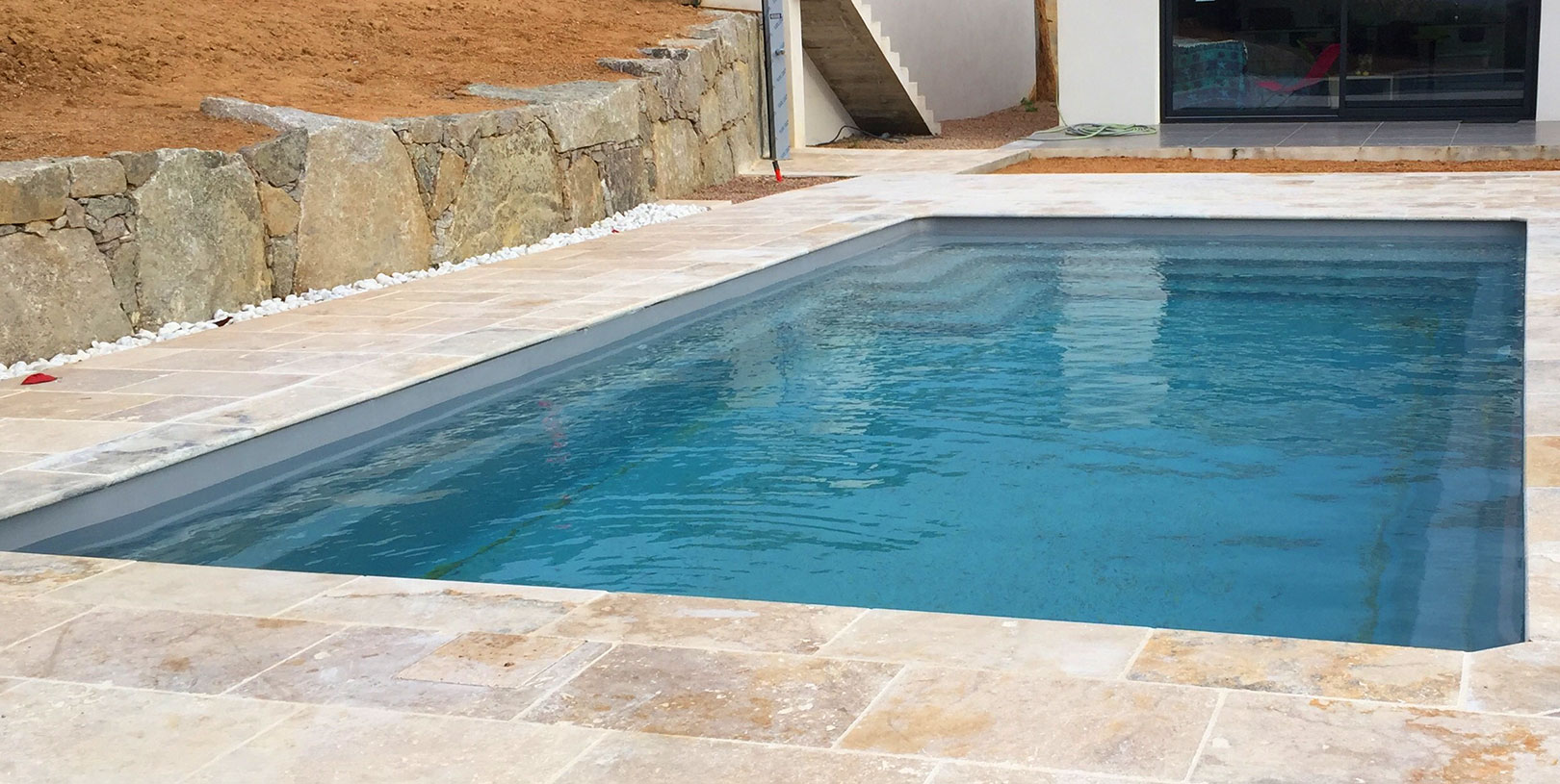mapico, piscine coque polyester, piscine coque, porto-vecchio, corse, jardin, réalisations, devis, 15